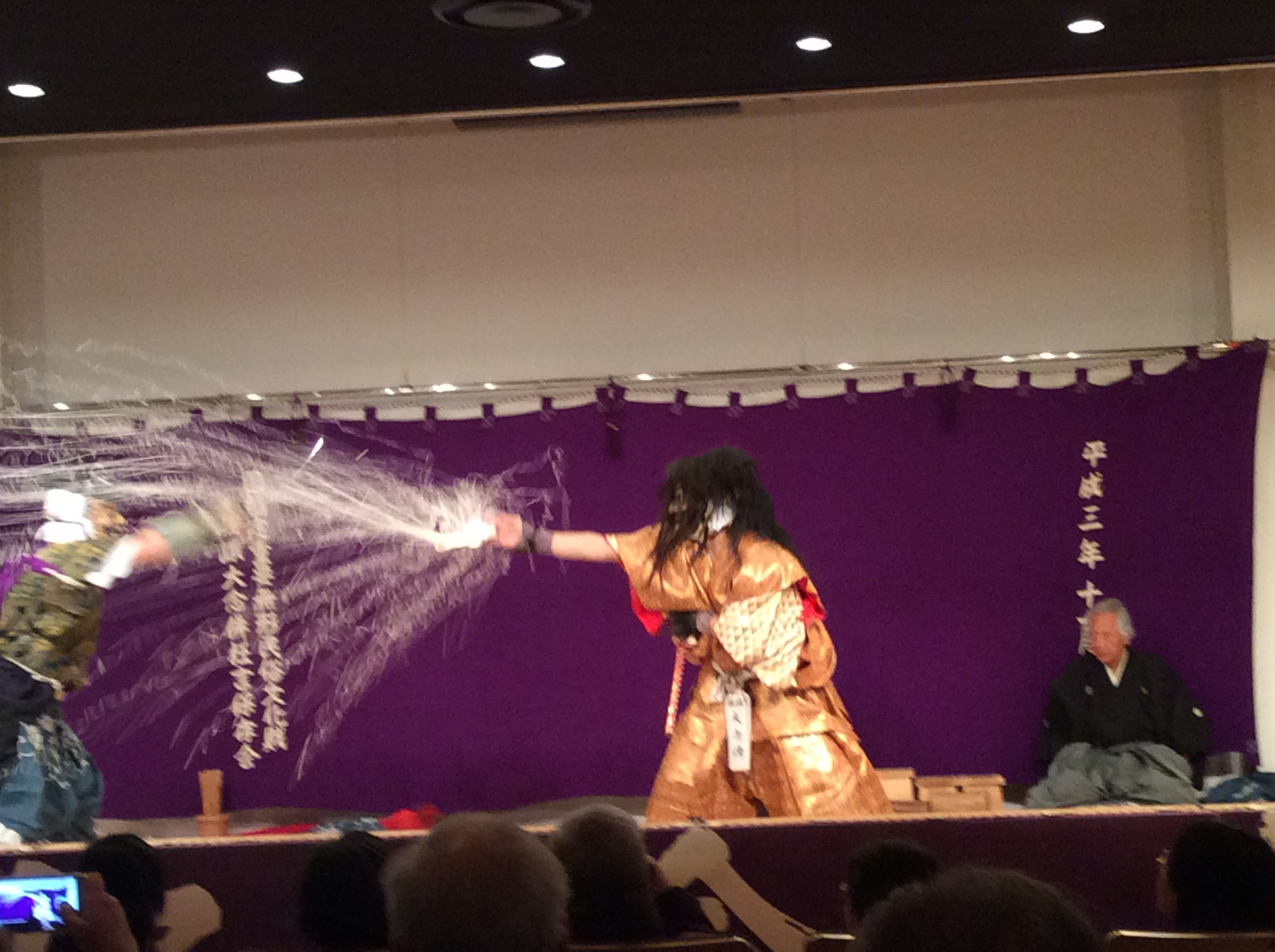 an introduction to the life of kyogen in the muromoachi period Being a stage art that share's noh's roots in sangaku, kyōgen has had deep links  with  during the heian period (794-1185), the phrase wild words and fancy   in utsubozaru, a monkey trainer pleads with a feudal lord to spare the life of his.